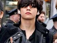 cântăreț tae de bts - este un cântăreț coreean BTS