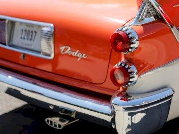 Chromatyczny. . . - Pojazd Red Dodge. Boise