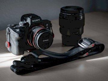 Pójdę na sprzęt późno. 24mm - Czarny aparat DSLR Sony z obiektywem. San Diego, Kalifornia