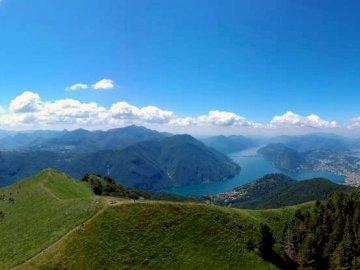 Szwajcaria - widok jeziora Lugano z góry Monte Boglia