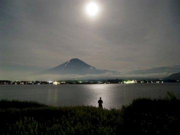 Mount Fuji - Góra Fuji jest wulkanem o wysokości 3776 m i jest najwyższą górą w Japonii. Jest uważana za j