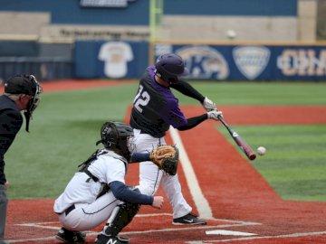 Uderzenie bazy - Kij baseballowy huśtawka. Ohio, USA