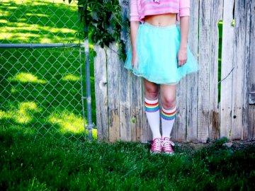 Retrato de un adolescente - Falda verde azulado para niña. Nueva Inglaterra, EE. UU.