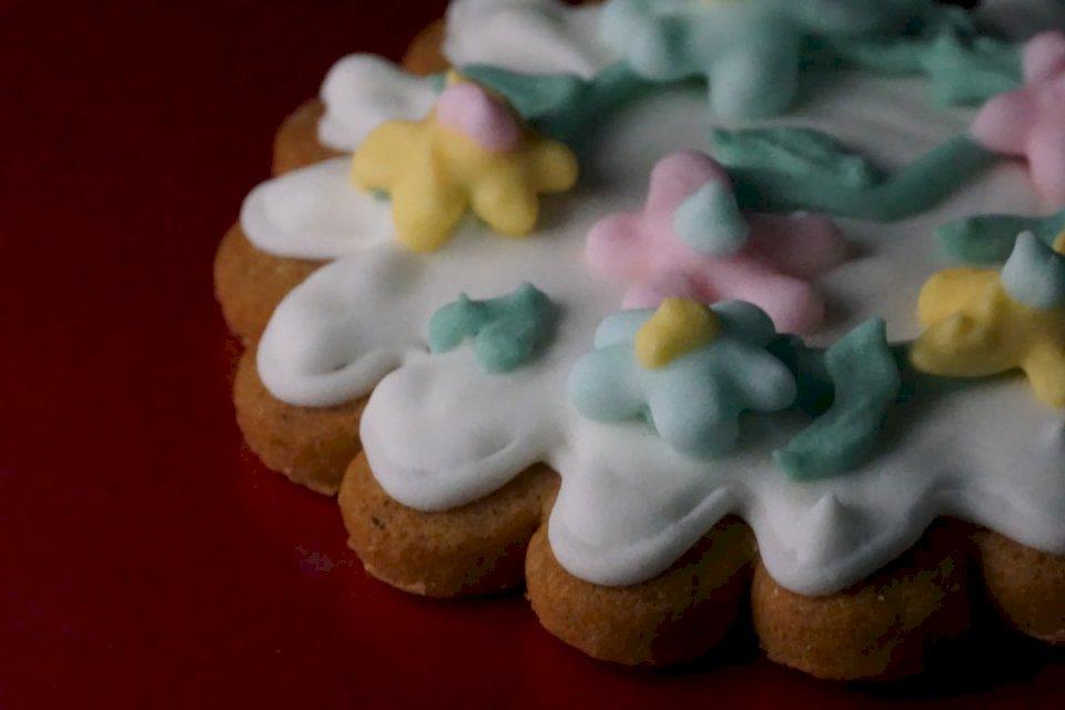 Τζίντζερ κέικ - Μπισκότο με κάλυμμα στο τραπέζι (10×10)