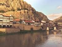 Kleines Flussdorf