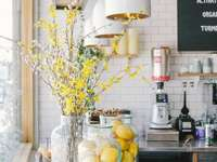 Cozinha de Páscoa com flores