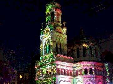 Φεστιβάλ φωτός - ελαφριά παράσταση στην πρόσοψη της εκκλησίας Ο Alexander Nev
