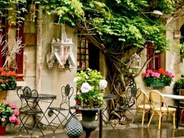 Pariser Straße - Pariser Straße, Café, Tische, Blumen