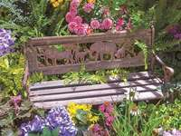 пейка в градината