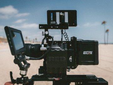 Playa bae - Fotografía de enfoque selectivo de la cámara de video Anton Bauer.
