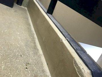 Tomtom1234 - Niebieskie i różowe betonowe schody