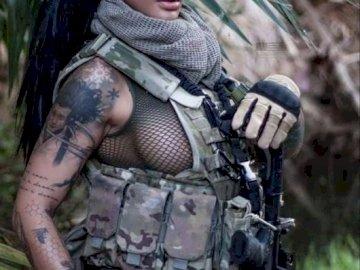 forze armate - donna al servizio di un esercito moderno