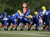 Fußballmannschaften engagieren sich während eines