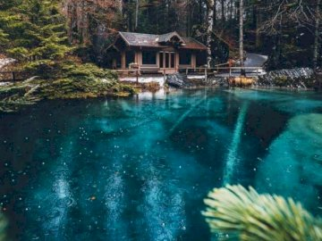 Lago Blausee in Svizzera. - oh oh oh oh oh oh oh oh oh
