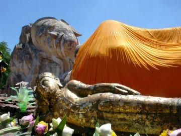 Fekvő buddha Ayutthaya Thaiföldön - Fekvő buddha Ayutthaya Thaiföldön