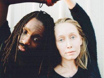 Ein Foto aus einer Serie über - Frau und Mann stehen zueinander. Portland, OR