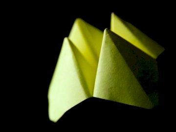 Bitwa Origami - Biała i czarna okładka książki. Johannesburg, Republika Południowej Afryki