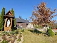 Iglesia, capilla y naturaleza.