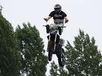 Motocross - Motocross. Άλμα σε μοτοσικλέτα. Άλμα εμποδίων.