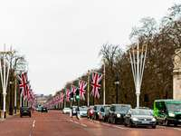 Buckingham Palace, London, UK, - Cars parked on the side of the road with flags on the side during daytime. Istanbul