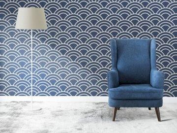 Fauteuil bleu dans le salon - Agencement du salon avec un thème bleu