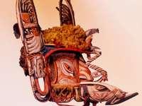 MALAGAN MASK Nivå C3 - MALAGAN MASK Nivå C1. Malagana-masker kommer från Papua Nya Guinea och används under ceremonier.