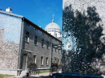 Pasaż Róży - ściany kamienic wyłożone mozaiką z luster