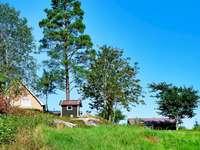 Casa y cobertizo cerca del lago Floen,