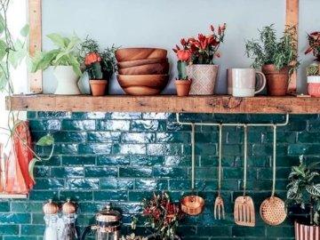 Verde en la cocina - Cocina casera con especias.