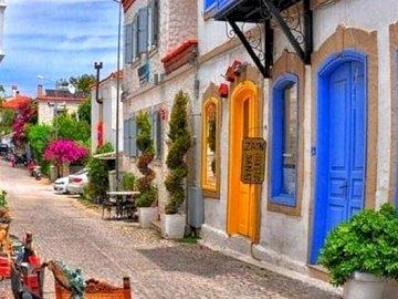 Kleurrijke, bloemrijke straat - Kleurrijke, bloemrijke straat, Alacati
