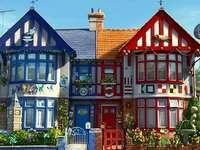 Twee onder één kap woning. - Puzzel. House. Twee onder één kap woning.