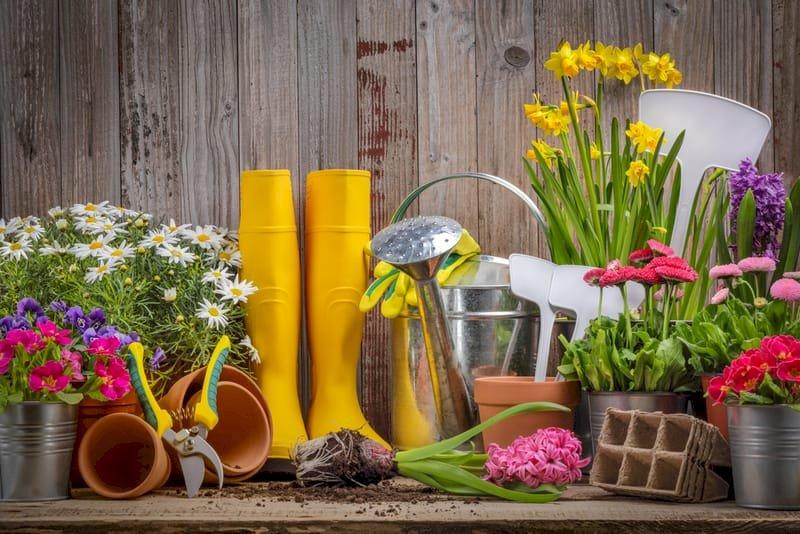 """Jarní zahradnictví - Puzzle související s týdenním tématem: """"Jarní úklid"""" (4×3)"""