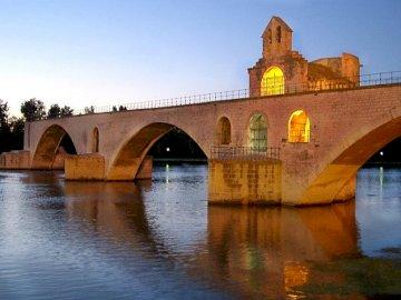 Most Avignon - Most Avignon o zmierzchu , Rodan , Prowansja