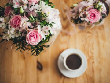 Coffee moments ;) - Closeup photography pink and white petaled flowers bouquet. STOCKHOLM, SWEDEN
