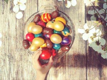 Kolorowe jajka - Pisanki w różnych kolorach. Florence, Karolina Południowa