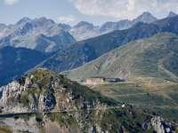 Άλπεις, κοντά στα σύνορα Ιταλίας-Γαλλίας - Ένα καφέ σπίτι στον επάνω όροφο. Ντέβιν, Μπρατισλάβα, Σ�