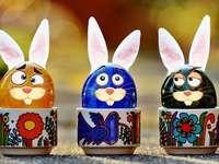 Ovos de Páscoa e coelhinhos
