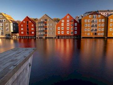 Belles maisons colorées - De quelle ville s'agit-il? Maisons colorées
