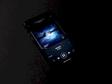 Buena canción - Teléfono inteligente encendido con pantalla de música. Estados Unidos