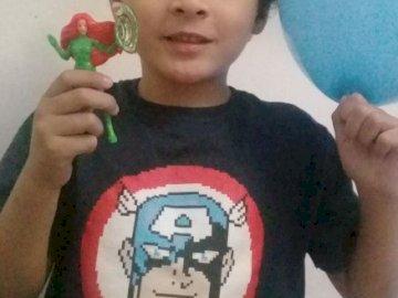 Renzo Rodriguez - Estou feliz com minha coroa e balão