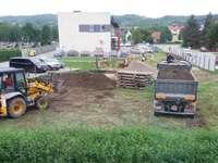 camiones en el sitio de construcción