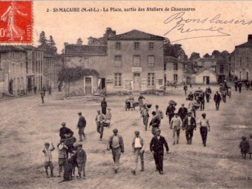 Sevemony - Old postcard. Exit from shoe factories in St Macaire in Mauges.