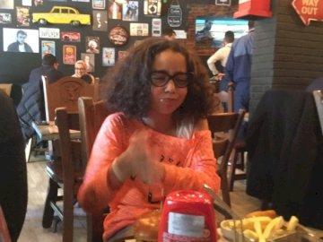 ZainabSmahi - J'ai 10 ans je suis plutôt pop j'aime les jeux d'intelligence quand je joue avec ma sœur je