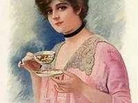 Dáma pije odpolední čaj