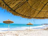 Tunisie  - how to find a place on the beach?