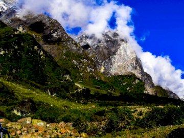 Schody do Nieba - Pasmo górskie pokryte śniegiem.