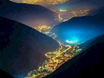 panorama - niesamowite miejsca a ziemi dolina świateł Włochy