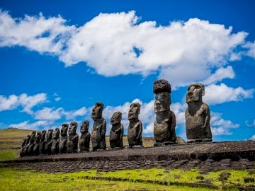 Easter Island - Puzzle depicts Easter Island. Travel to the Pacific and spend Easter on Rapa Nui