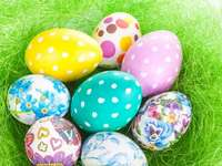 Easter eggs - Easter eggs - put together puzzles. Have fun! Puzzle with Easter eggs for preschoolers. WRITINGS puz