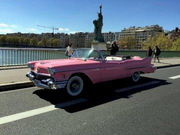 pizzo - Bellissima Cadillac rosa a Parigi